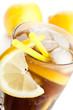 Detail von Cuba Libre mit Zitronen