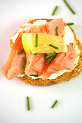 smoked salmon on garlic bread with chives