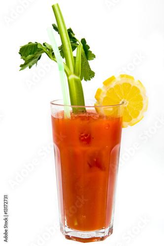 Рецепт коктейля Кровавая Мери.