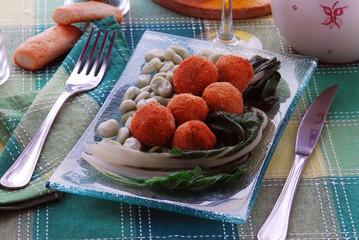 Polpette di molluschi ( seppie calamari ) con fave e bietole