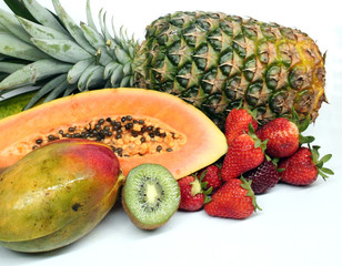 Ananás - Abacaxi - Pineapple - Kiwi - Morangos - Strawberries