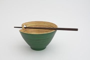 Reisschüssel mit Reisstäbchen