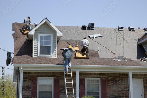 Roofers working - 13280377