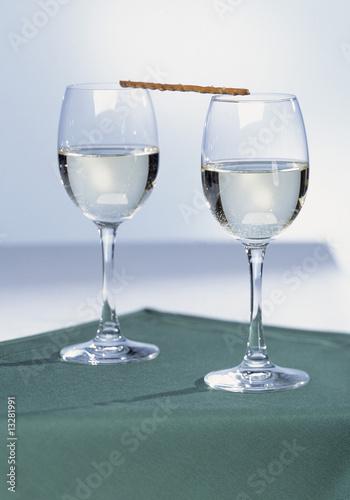 Weingläser mit Salzstange