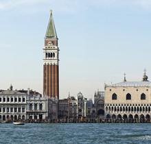 Dogenpalast mit Campanile Venedig