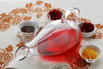 Il liquore del giardino - con grappa e petali di rose e violette