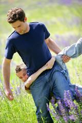 jeune homme avec enfant