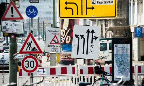 Leinwanddruck Bild Straßenschilder