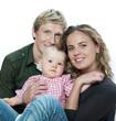 jeunes parents avec leur bébé