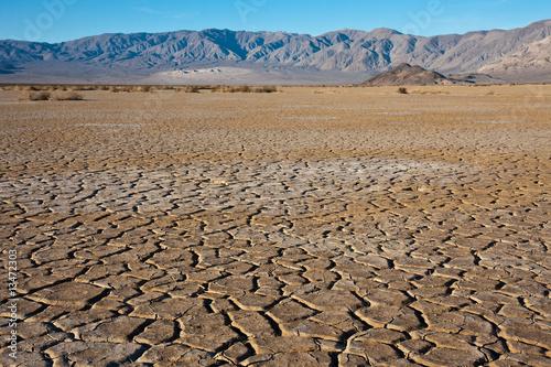 Leinwanddruck Bild Cracked Earth Landscape