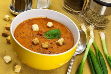 Tomaten-Karotten-Rahm Suppe