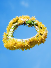 The wreath of dandelions