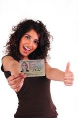 Jugendliche mit Personalausweis