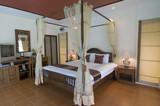 Oriental style tropical bedroom
