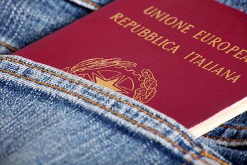 passaporto italiano in tasca
