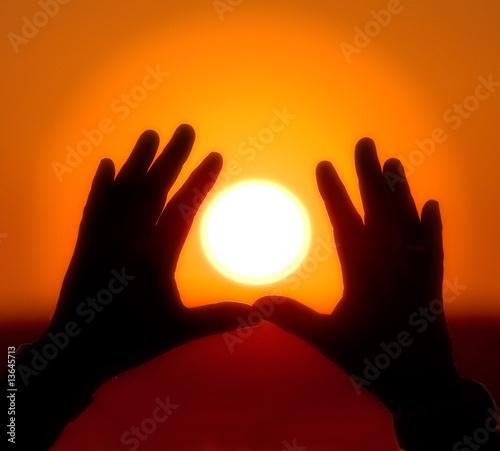 Papiers peints Orange eclat Sun into hands