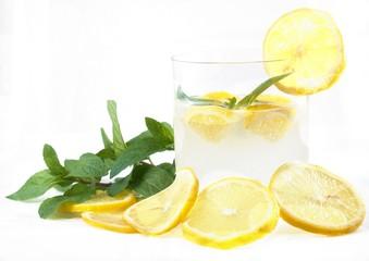 limonata fresca con menta