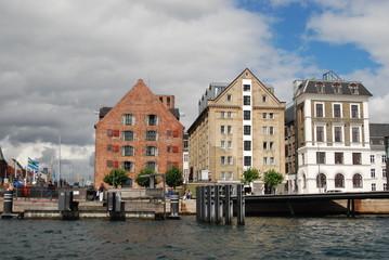 Häuserfront am Wasser