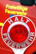 Freiwillige Feuerwehr im Einsatz Halt Feuerwehr Absperrung