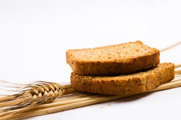 dos trozos de pan tostado y espigas
