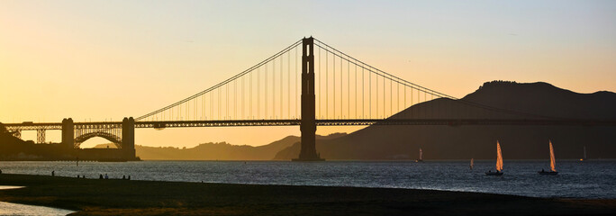Golden gate bridge et coucher de soleil