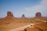 Monument Valley, Blick auf Formationen Mittens and Merric Butte poster