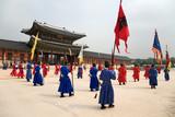 Wachaufzug am Changdeokgung Palace in Seoul