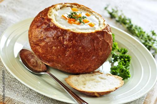 Fotobehang Brood Soup in bread bowl