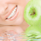 Fototapety healthy teeth and green apple