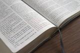 Spanish Bible open to John 3:16 poster