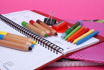 colori, agenda e quaderni per scuola
