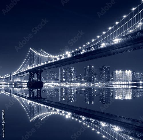 manhattan-bridge-i-manhattan-skyline-w-nocy
