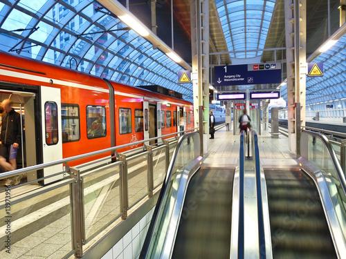 Leinwanddruck Bild Bahnhof