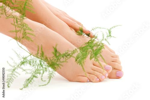 Лечение ногтей на ногах производится незамедлительно - это важно для эффективного избавления от болезни.