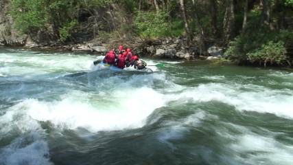 Rafting auf Wildwasser