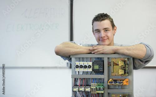 Leinwandbild Motiv Ausbildung zum Elektroniker