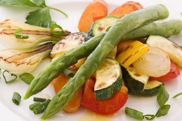 Spargel mit Gemüse