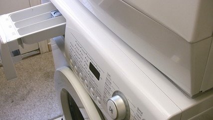 Filling the washing machine reservoir with liquid soap