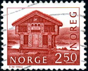 Norvège. Norge. Chalet de bois. Timbre postal oblitéré. 1983