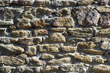mur en pierres irrégulières