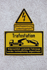 Schild an einer Trafostation