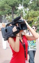 Jeune fille filmant
