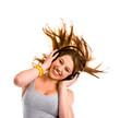 Junge Frau mit Kopfhörer, tanzt
