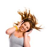 Fototapety Junge Frau mit Kopfhörer, tanzt