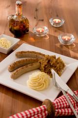 Catering Nuernberger Bratwuerste mit Sauerkraut