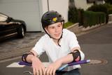 Simon ist stolz auf sein Dirtbike und seine Stunts poster