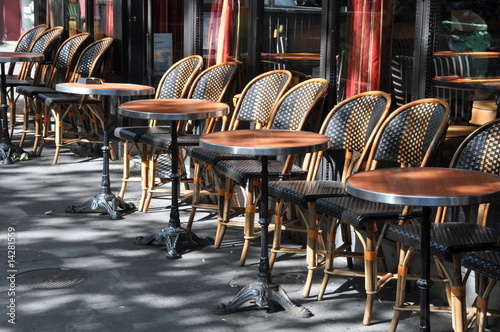 Papiers peints Table preparee Terrasse de brasserie