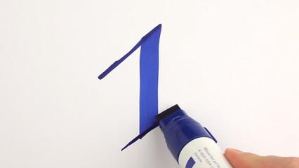 hand schreibt zahl eins blau