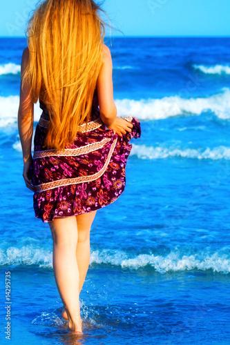 Фото блондинок сзади на море 18 фотография