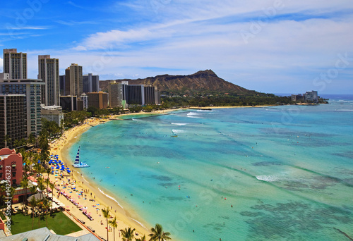 Staande foto Vissen waikiki Beach and Diamond Head Crater in Hawaii